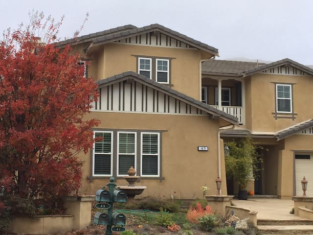 Quiet home in a nice community - Thousand Oaks - Casa