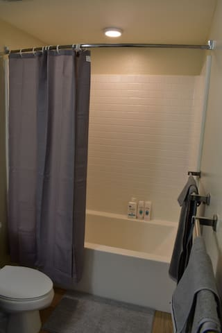 Private En Suite in New Luxury Apartment Townhome