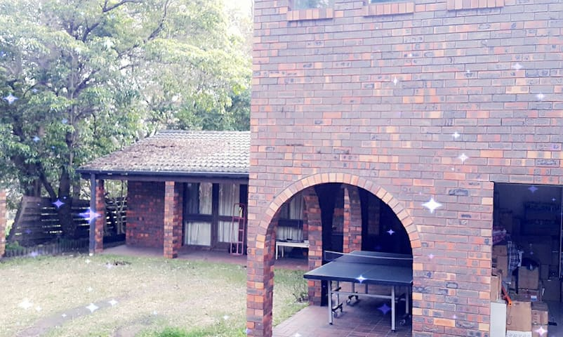 Handy and cosy 1 bedroom in a 5 bedroom house. - Wahroonga - Casa