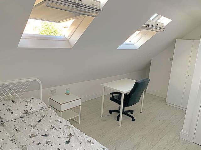 Very Central Quiet Double Room In Lovely house