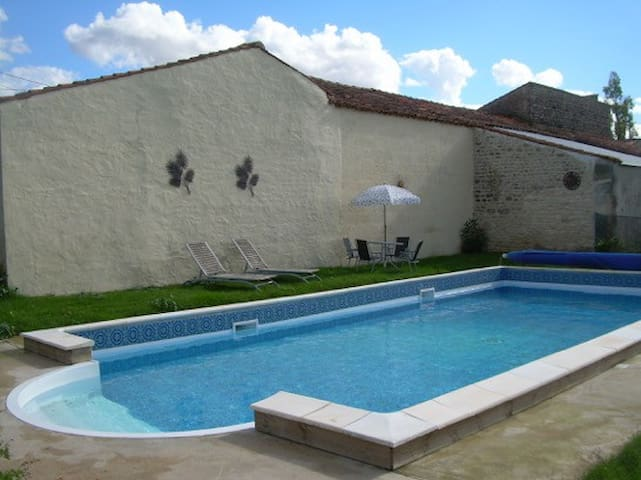 Camellia ecogite with heated pool - Cherbonnières