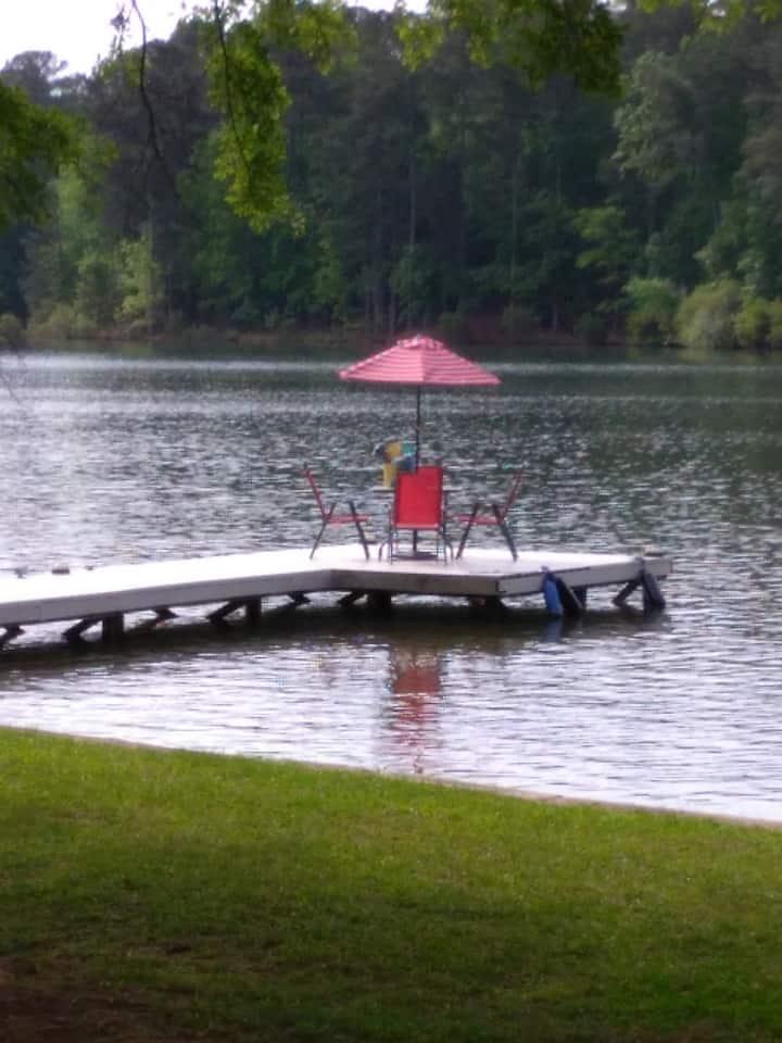 Simple Oconee lake home