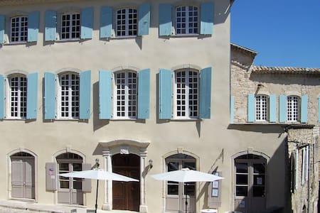 Grand gîte de charme - Demeure historique - Joyeuse - Hus