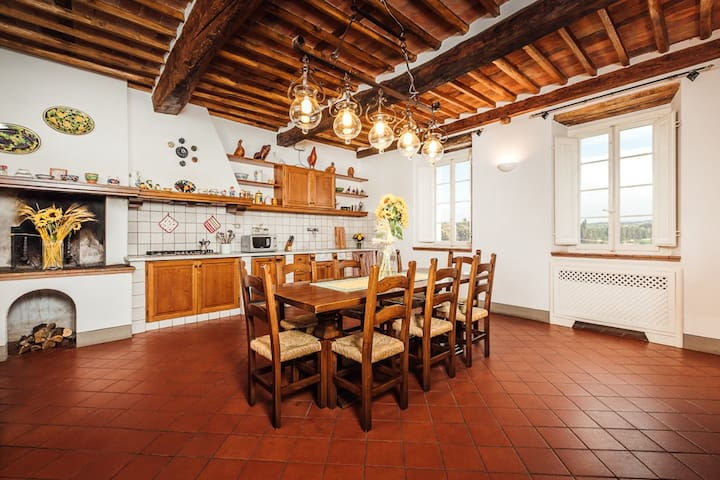 Antique Farmhouse Lucca Hills - Capannori - Huvila