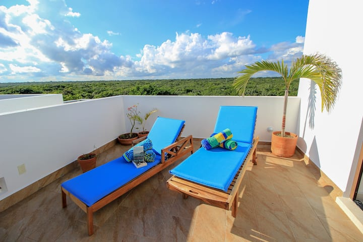 Luxury 2-Story House with 3 bedrooms, steps away from the beach