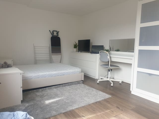 Great kingsize spacious room / Woodford green