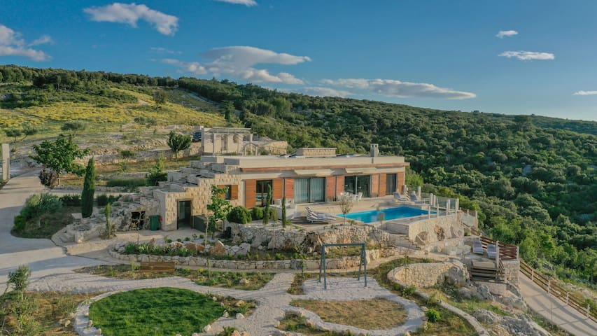 Villa Dol Hills Estate, Croatia Luxury Rent