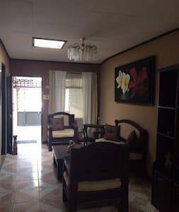 Costa Rica - Cartago ancienne capitale - San Nicolás - Haus