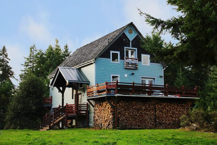 The Harn - Renovated barn home on acreage - Port Ludlow