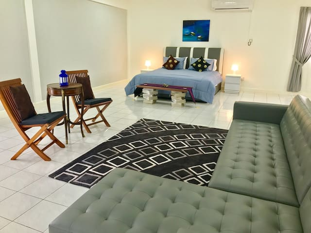 Airy Attic Room Sleeps 4 Persons - Bandar Seri Begawan