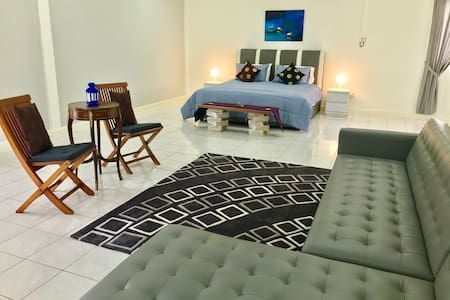 Airy Attic Room Sleeps 4 Persons - Bandar Seri Begawan - Haus