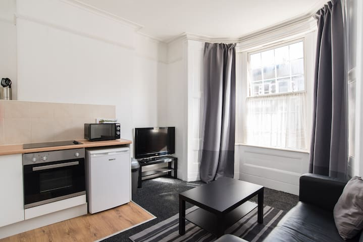 Entire 1 Bedroom flat all to yourself