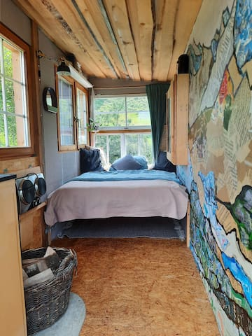 "Künstler Hütte  ""Pausenhof"""