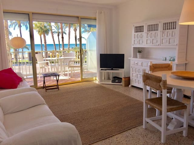 Apartment Salou 1st line of sea and reformed 2020