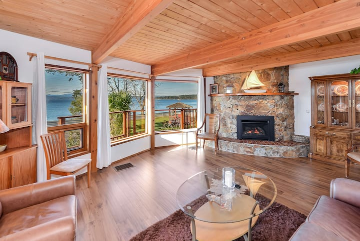 Oceanview 3 Bedroom Lindal Beach Home on Patricia Bay