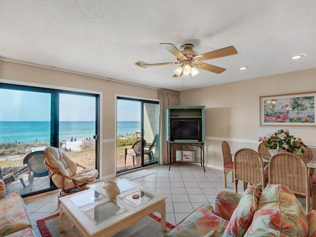 Beautiful Ground Floor Condo! Sleeps 6, Gulf Front with Large Patio. Pools and Beach Access!