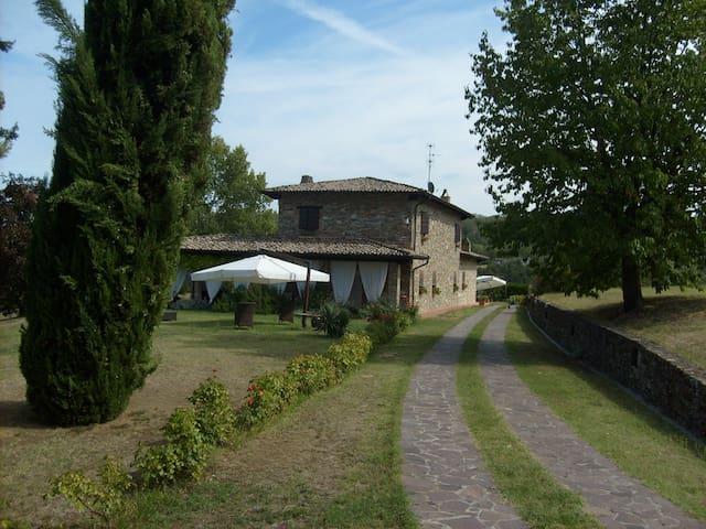 I CIPRESSI COUNTRY HOUSE, una casa fra gli ulivi