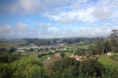 Hilltop Home With View & Breakfast - Salinas