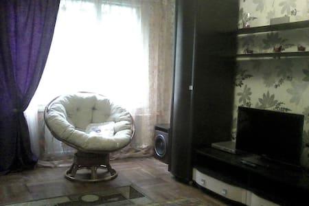 Просторная комната с удобной кроватью - Sankt-Peterburg