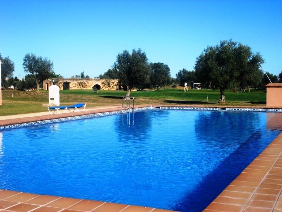 En 1 l nea de campo golf con piscina y cerca playa for Piscina sant jordi