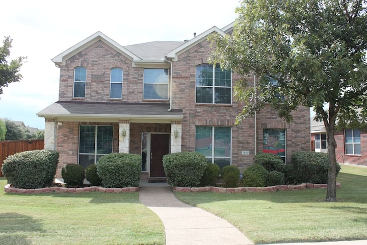 Spacious Frisco Home in Family Neighborhood w/Park