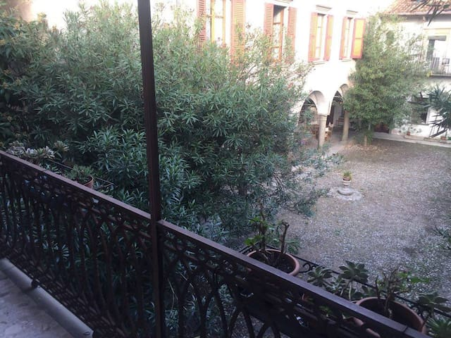 An amazing place by the lake. - Marone - Appartement