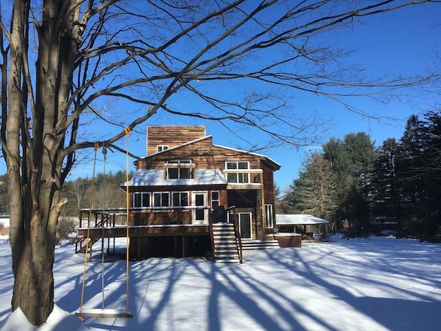Mohonk's Peaceful 5BR-3BA~ Hot Tub ~Private Road