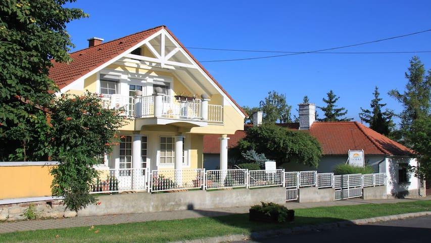 Topáz Apartmanházak - Balatongyörök - Byt