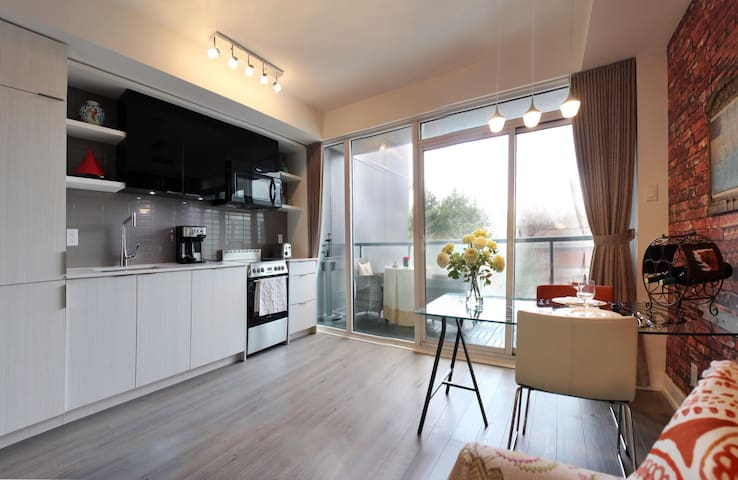 Brand luxury 1 bedroom condo Forest Hill(6 months)