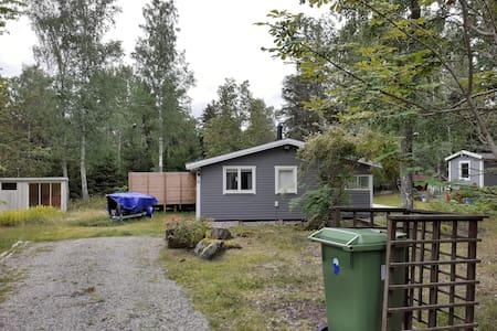 Nice cabin, terass, outdoorbathtub, close to lake.