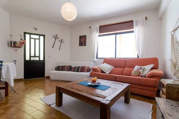 Burgau fisherman's cottage, 1min 2 beach. For 2/4