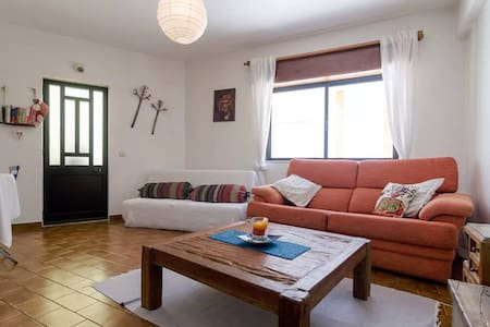 SALE Burgau fisherman's cottage, 1min 2 beach T1