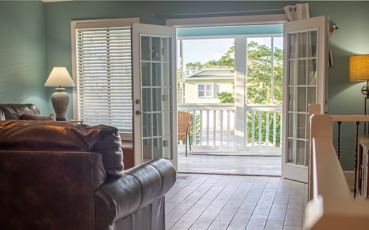 The Scout - 7 minute walk to beach & pet friendly!