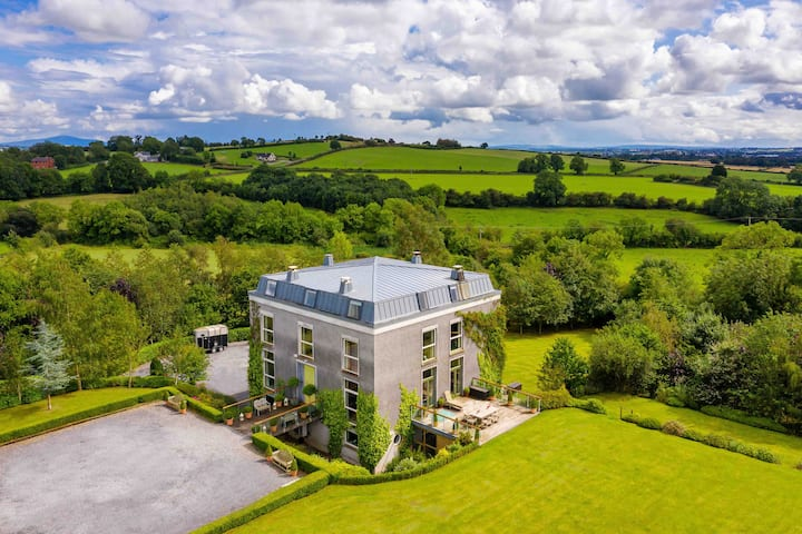 Radestown Hse. Kilkenny Sleeps 35. 4km to KK City
