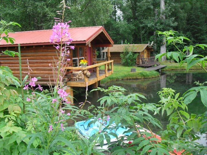 Cottonwood Valley - your private cabin on the pond