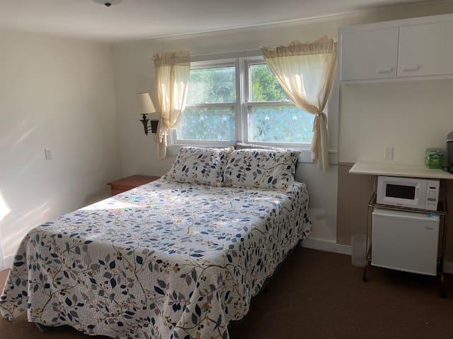 Single Room Suite near Downtown Wilton - UNIT#2
