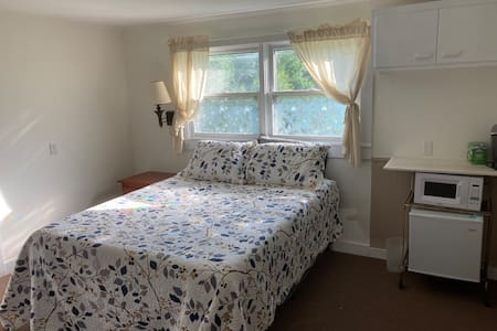 Single Room Suite near Downtown Wilton - UNIT#2