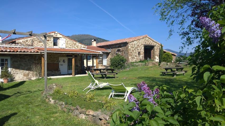 Chambre+ salle de bain privées, en Ardèche verte - Preaux - Gästhus