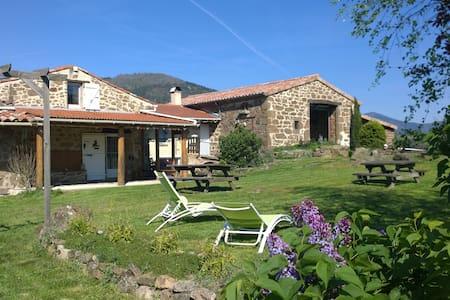 Chambre+ salle de bain privées, en Ardèche verte - Preaux - 宾馆