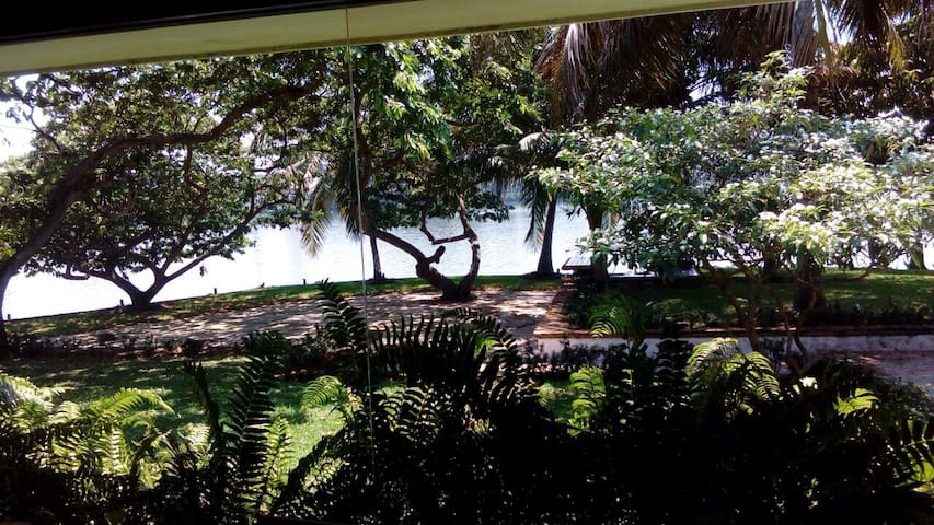Lagoon 4Br. House / Big Pool and Garden. Peninsula