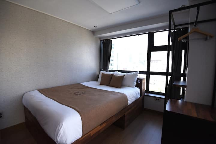 57 Myeongdong Hostel(Deluxe Double - No view)/주차불가