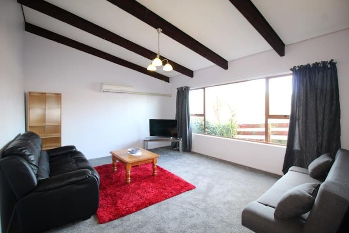 More Than A Motel - Upmarket 3 Bedroom Unit CBD