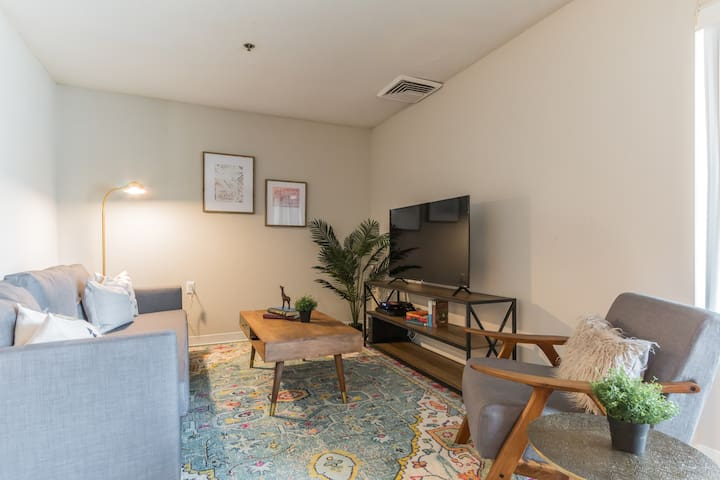 Centrally Located Suite Outside DC + Gym + Pool