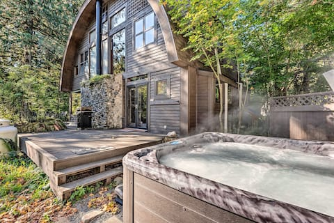 Riverfront Cabin w/Hot Tub on the Skykomish River!