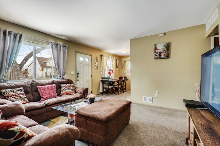 Super Cute  & Nice Home of Yours in Ferndale