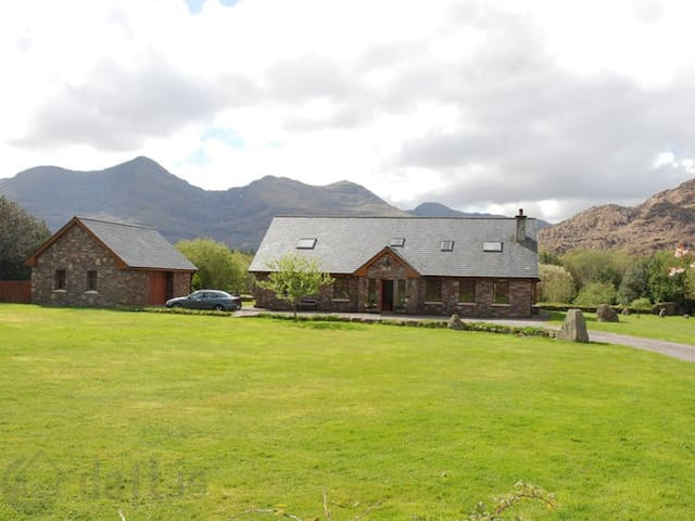 Magnificent and tranquil countryside retreat - Kerry - Huis
