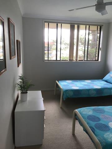 3rd bedroom with twin single beds & ceiling fan