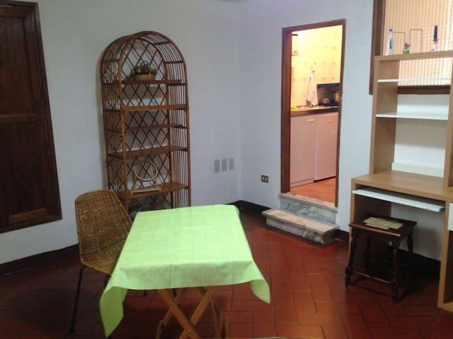 grazioso appartamento zona piazza garibaldi - Spoleto - Daire