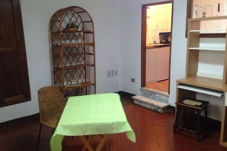 grazioso appartamento zona piazza garibaldi - Spoleto - Leilighet