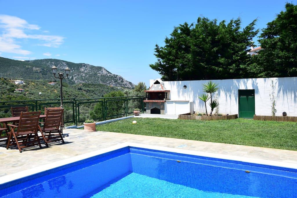 Private garden, swimming pool